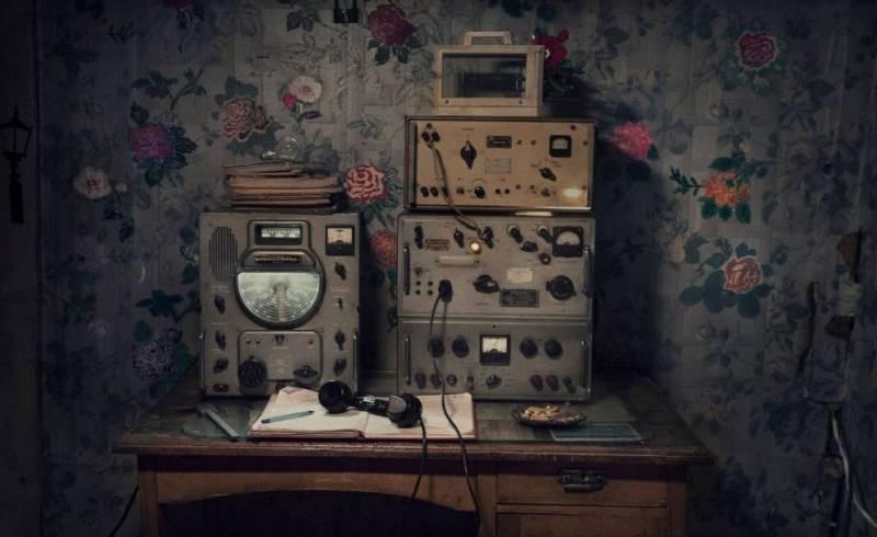 Старая радиостанция - связь с внешним миром.