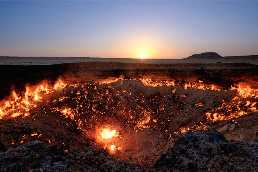 "Газовый кратер ""Врата ада""."